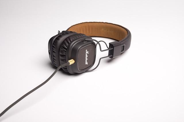 headphone-1868615_640
