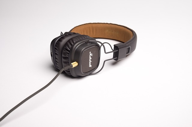 headphone-1868615_640