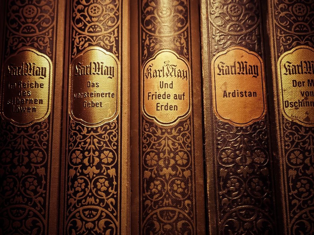 books-1140762_1920